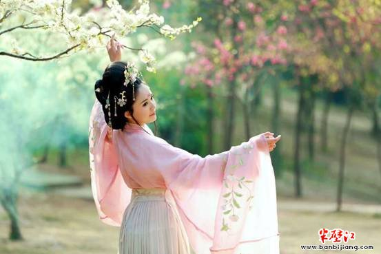 新古装造型图婚纱照俏皮可爱