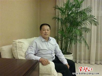 吴长青 中国当代文学研究会新媒体文学委员会秘书长、爱读文学网总编辑。