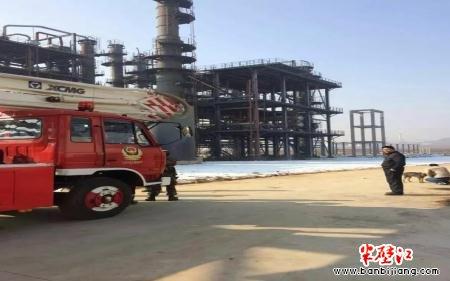 沂水:富尔德化工厂工地 农民工讨薪不成欲跳塔3