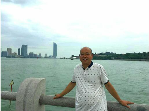 独奋一笔形体美  摇曳生姿出精品――专访安徽省寿县书法家朱新华先生