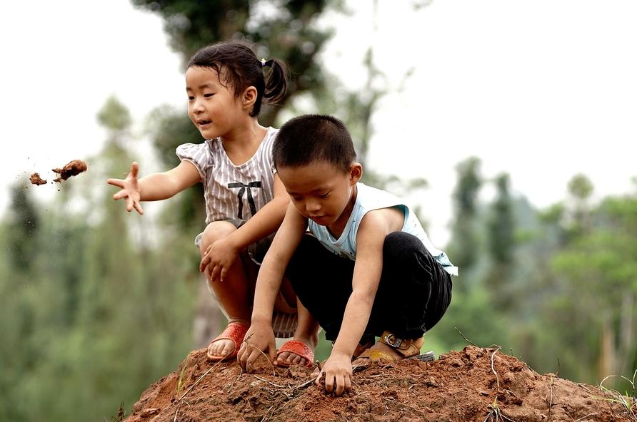 农村孩子是快乐的,农村孩子也是不幸的